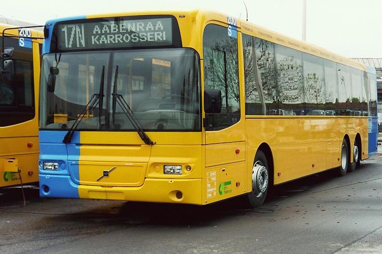 City-Trafik 2744 på Aabenraa Karrosserifabrik den 11. maj 2004