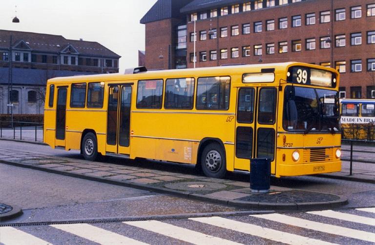 Combus 5737/OY93752 på Toftegårds Pl. i Valby den 5. januar 1998