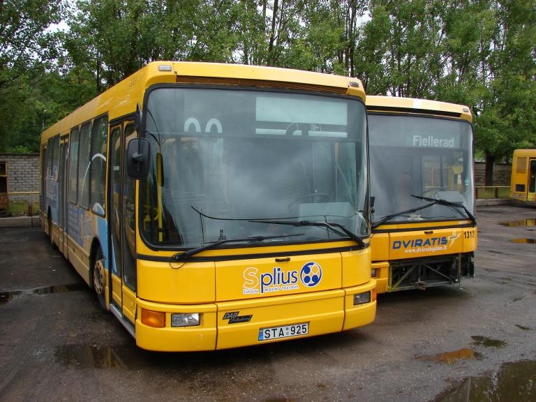 Busturas 1315/STA925 i garagen i Šiauliai i Litauen den 6. august 2008