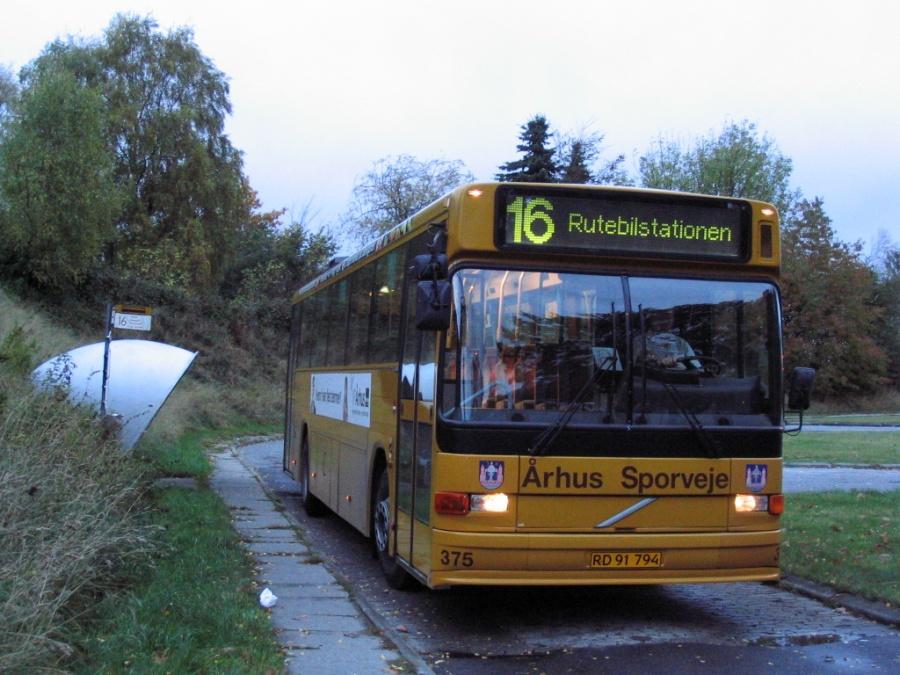 Århus Sporveje 375/RD91794 på Langdalsvej i Brabrand Vest den 22. oktober 2005. Sidste aften før linien forlængedes til Helenelyst