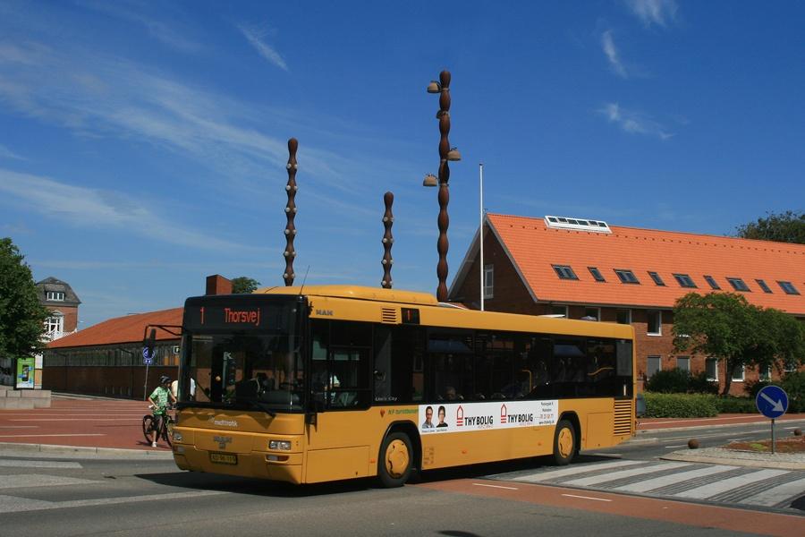 NF Turistbusser 44/XD96119 på Lægårdvej/Bisgårdgade i Holstebro den 9. juli 2010