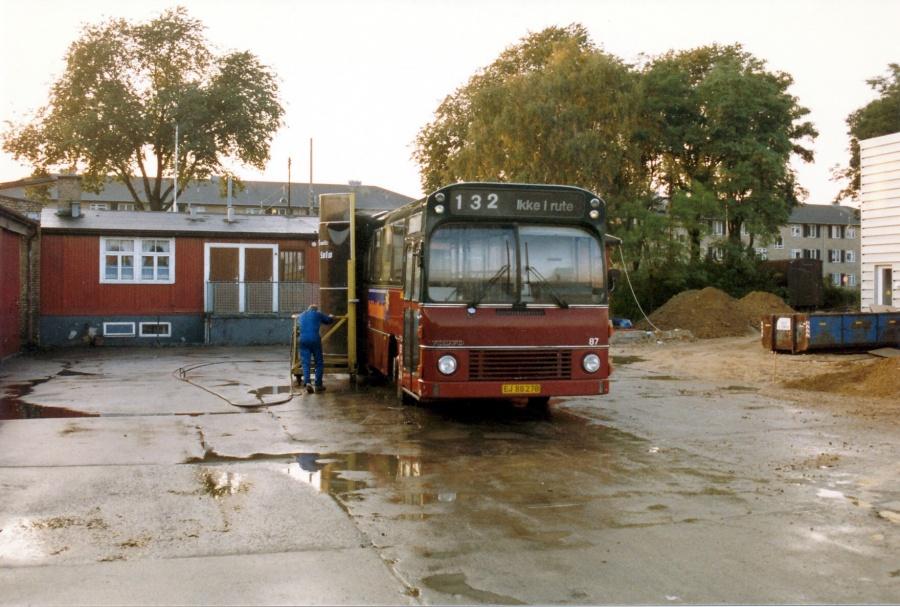 Hvidovre Rutebiler 87/EJ88278 i garagen i Valby i september 1987