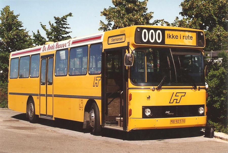 De Hvide Busser 25/MB92570 ved Hillerød st. den 6. juli 1996