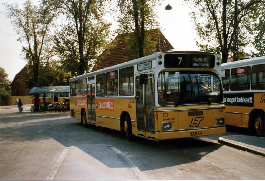 HT 571/BR94433 ved Husum Torv i juni 1986