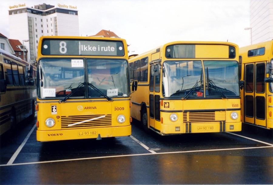 Arriva 3009/LJ93182 og Arriva 1588/JH90190 ved Vejle Trafikcenter i 2002