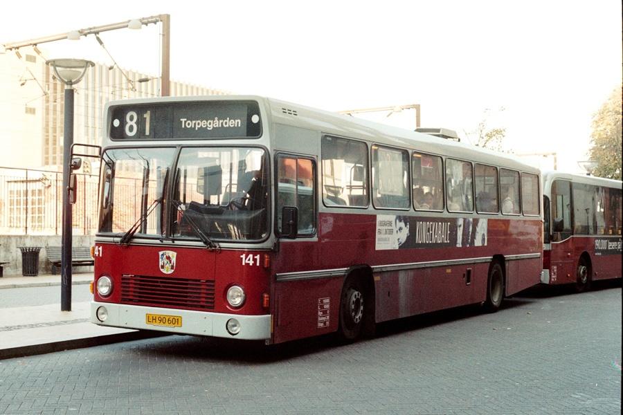 Odense Bybusser 141/LH90601 på Odense Banegård Center den 13. oktober 2004