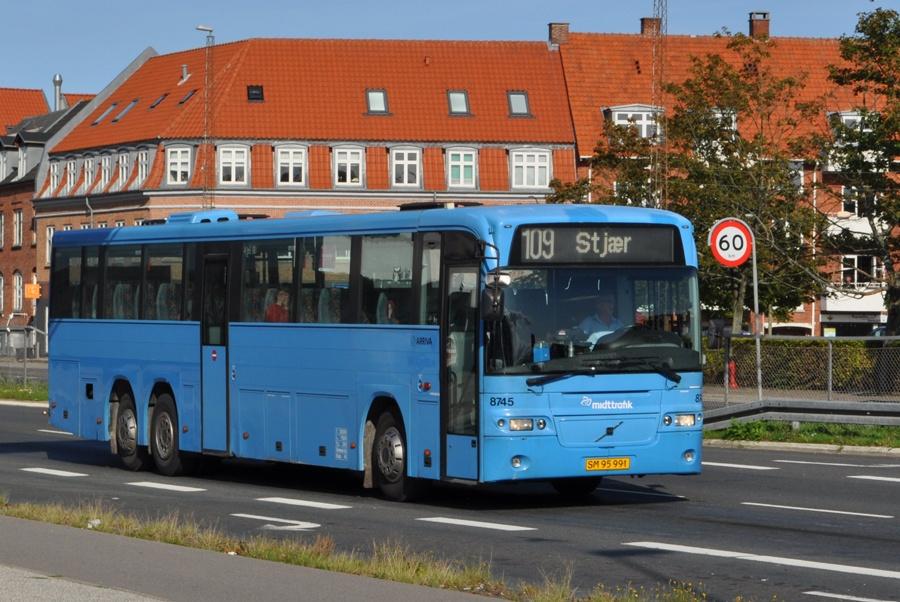 Arriva 8745/SM95991 på Skanderborgvej i Viby den 27. august 2010