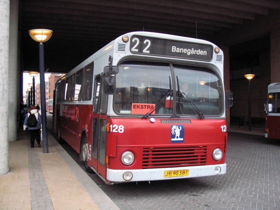 Odense Bybusser 128/JB90387 på Odense Banegård Center den 15. marts 2006