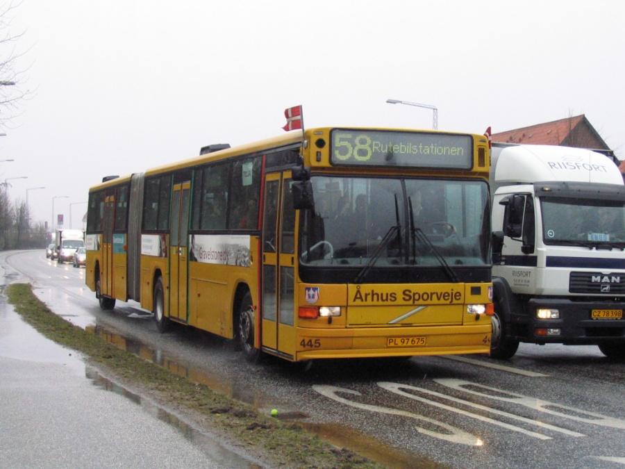 Århus Sporveje 445/PL97675 på Grenåvej i Vejlby den 30. marts 2006