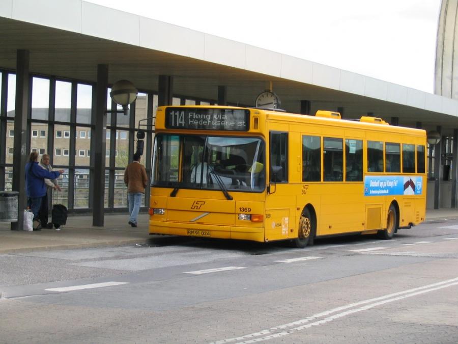 Arriva 1369/RM91024 på Høje Taastrup St. den 24. april 2004