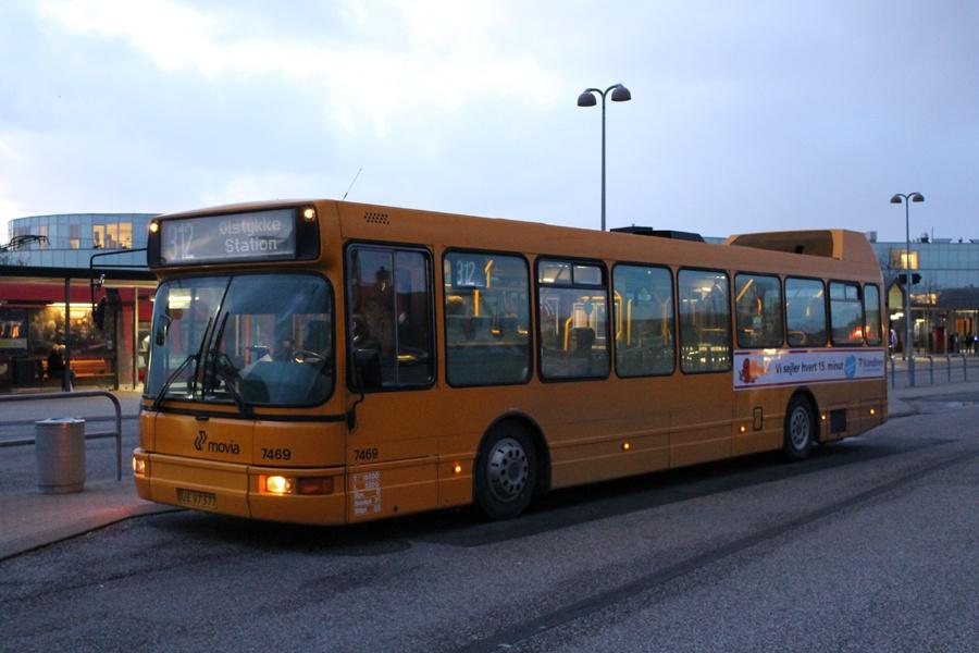 Fjordbus 7469/UE97377 ved Frederikssund st. den 9. december 2011