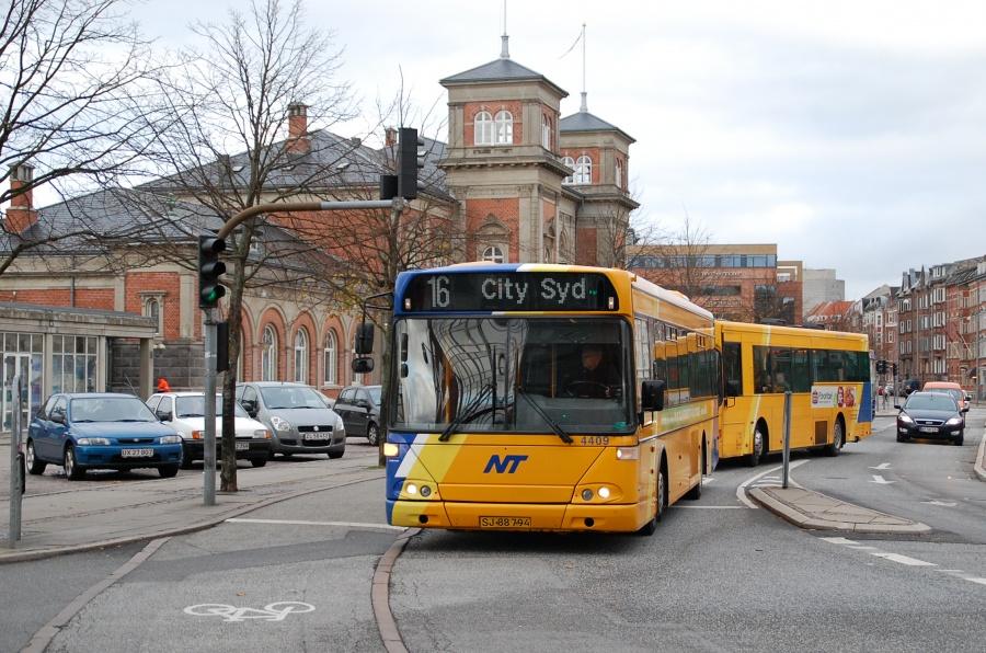Arriva 4409/SJ88794 ved John F. Kennedys Plads i Aalborg den 20. oktober 2010