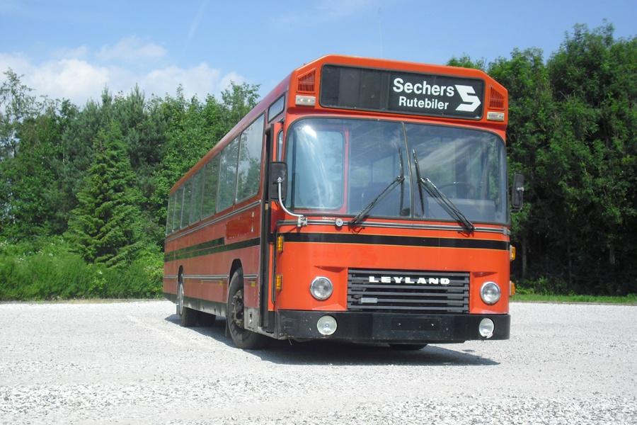Sechers Rutebiler 18 på Industrivej i Ryomgård den 11. juli 2010