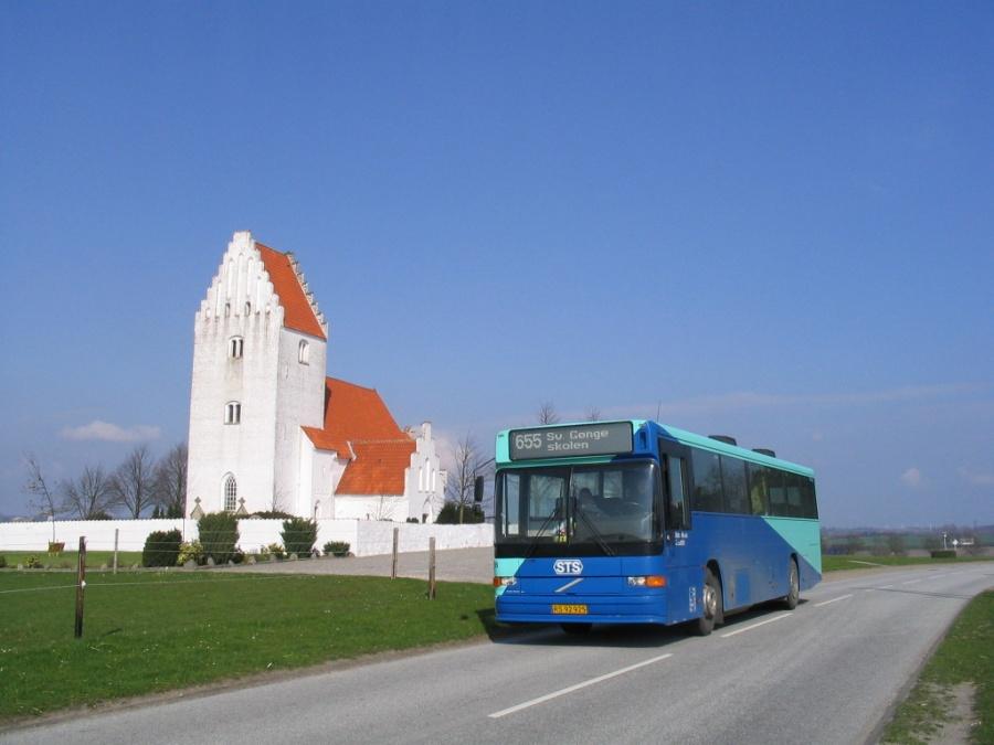 Østtrafik 186/RS92925 ved Kastrup Kirke den 2. maj 2006