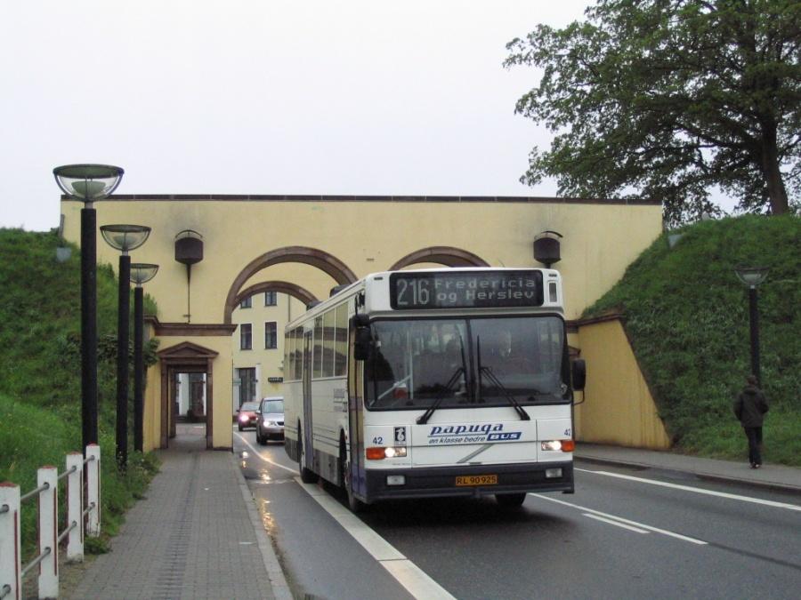 Papuga Bus 42/RL90925 på Danmarks Port i Fredericia den 16. maj 2006