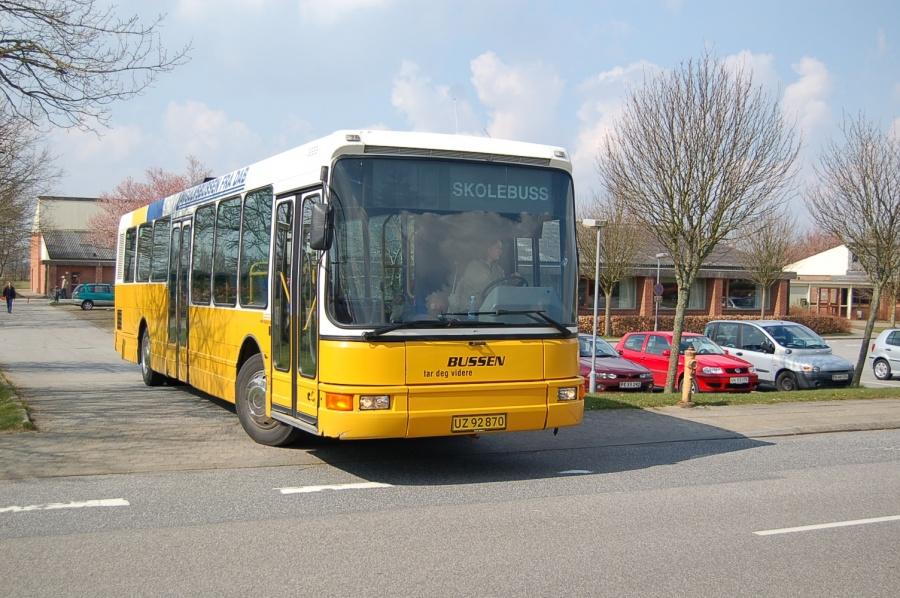 Søby Jensens Biler UZ92870 ved Højgaardsskolen i Lind den 10. april 2007