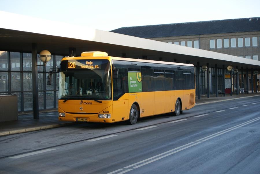 Lokalbus 4420/CG96380 ved Høje Taastrup st. den 17. februar 2012