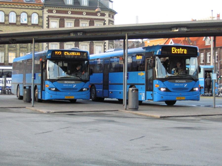 Wulff Bus 1156/TM88211 og 1157/TM88212 på Århus Rutebilstation den 13. januar 2005