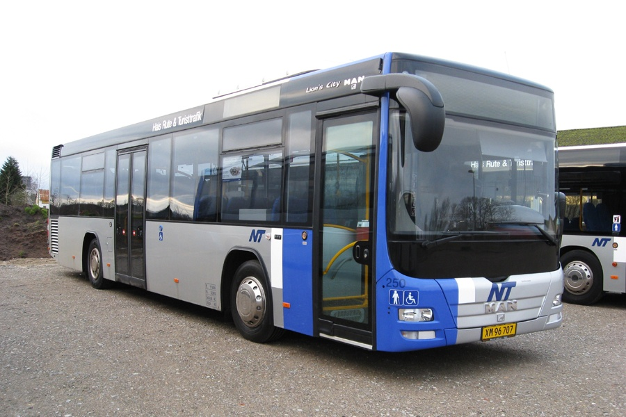 Hals Rute og Turisttrafik 250/XM96707 i Dronninglund den 8. januar 2012
