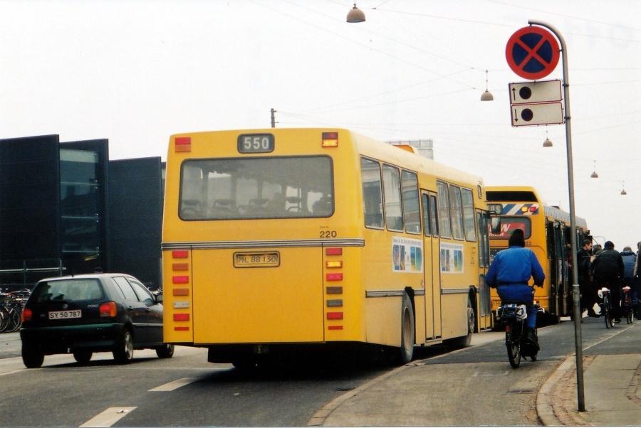 City-Trafik 220/ML88130 i Tietgensgade i København i 2001