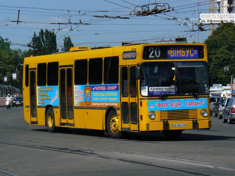 Vinbus AB8065AM i Vinnitsa i Ukraine den 30. juni 2009