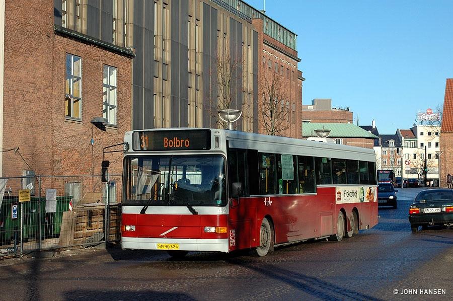 Tide Bus 42/SM90324 på Klosterbakken i Odense den 21. januar 2011