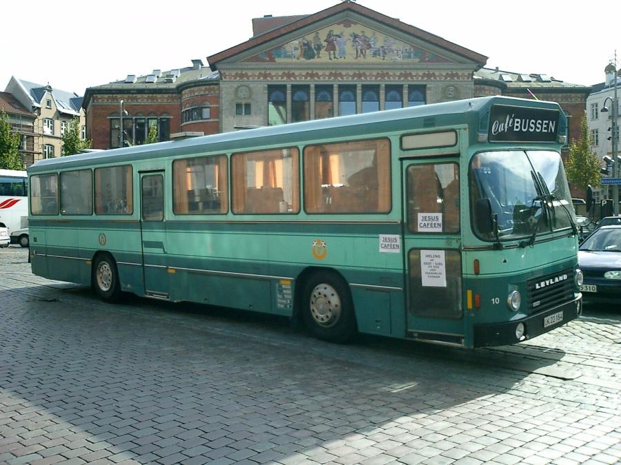 Cafebussen UK22184 ved Århus Teater den 18. september 2004