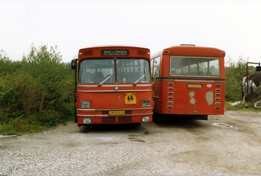 ? JM94626 og KX88607 i Ny Hammersholt i juni 1987