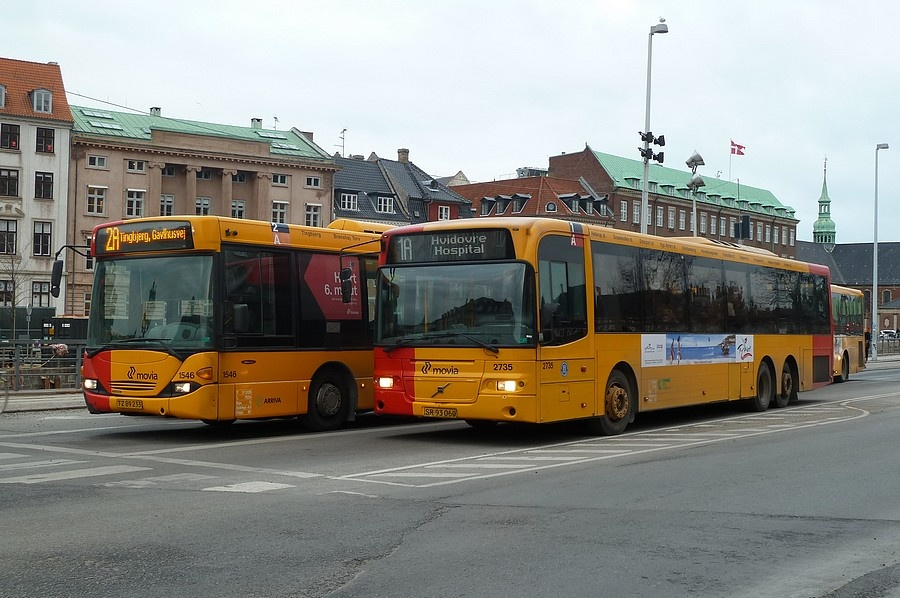 Arriva 1546/TZ89233 og City-Trafik 2735/SR93060 på Børsgade i København den 18. februar 2011