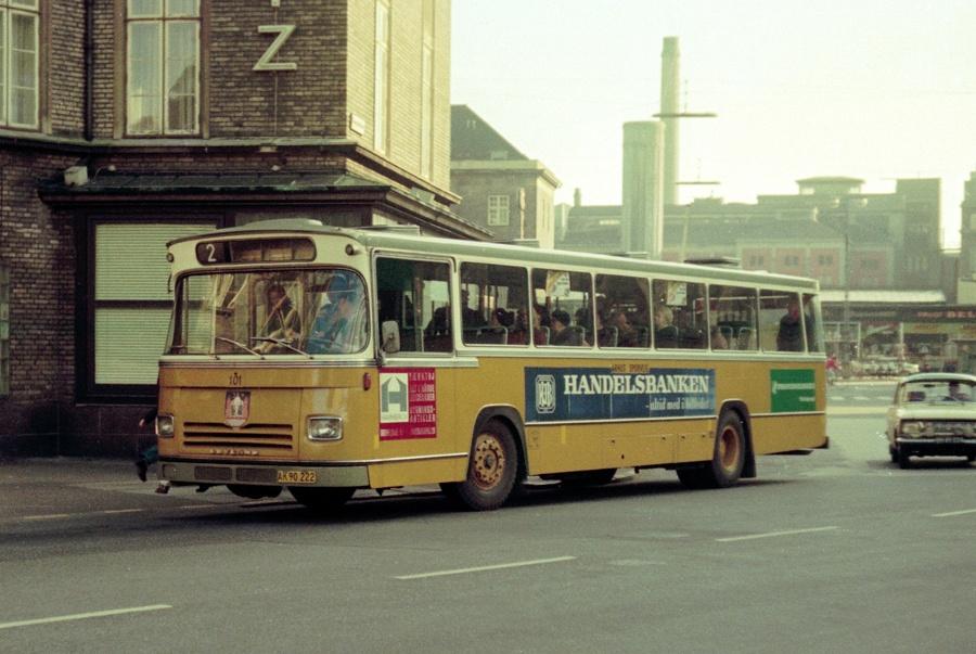Århus Sporveje 101/AK90222 på Banegårdspladsen i Århus den 1. marts 1975