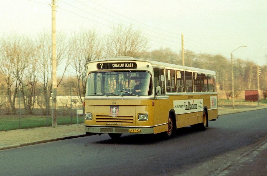 Århus Sporveje 114/AN97938 på Gustav Holms Vej i Århus den 1. marts 1975