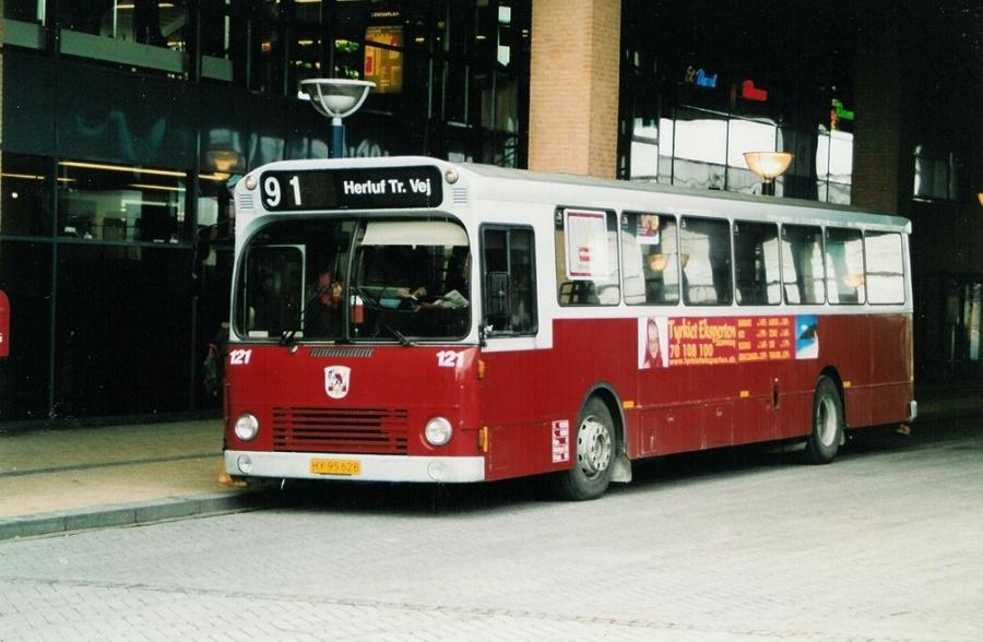 Odense Bybusser 121/HY95826 ved Odense Banegårdscenter den 21. januar 2004