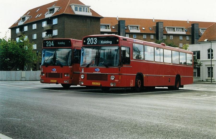 Combus 1951/JH90289 på Vejle Trafikcenter den 31. august 1999