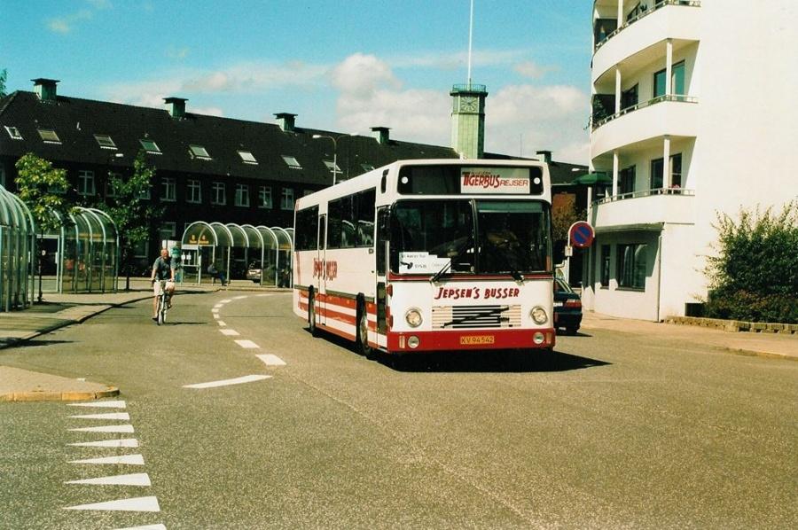 Jepsens Busser KV94542 ved Fredericia banegård den 29. juli 2004