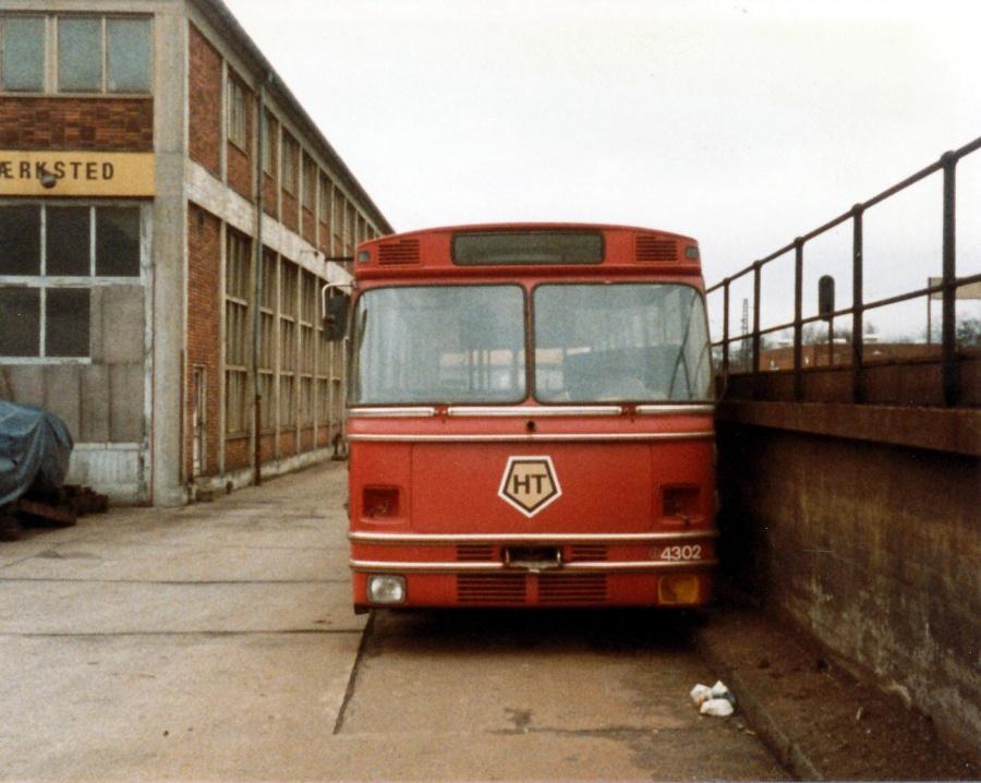 Ex. HT 4302 afventende ophug på det gamle DSB område på Lyshøjgårdsvej i Valby i maj 1985