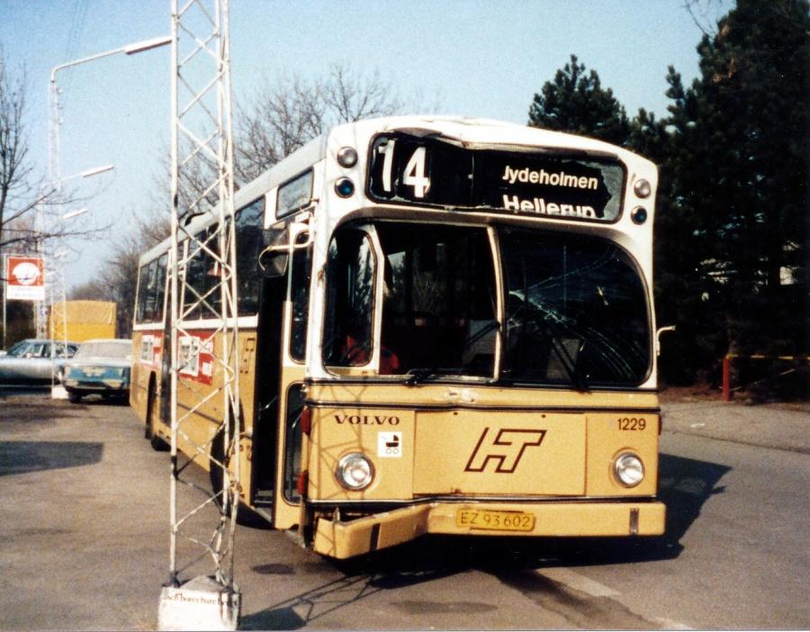 HT 1229/EZ93602 ved Tårnby karrosserifabrik i marts 1986