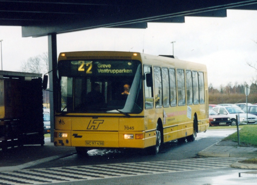 Arriva 7045/NC97438 ved Karlslunde Station den 10. december 1999