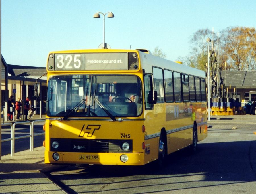 Fjordbus 7415/JJ92195 ved Frederikssund Station den 11. november 1999
