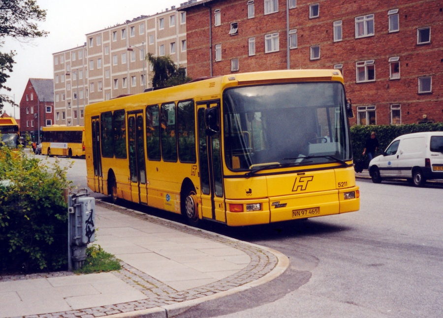 Combus lånevogn 5211/NN97465 ved Sundbyvester Plads i København den 15. august 2000
