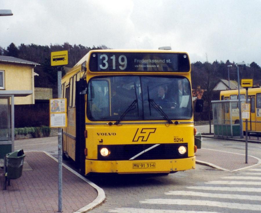 Combus 5214/MV91314 ved Frederiksværk Station den 15. februar 2000