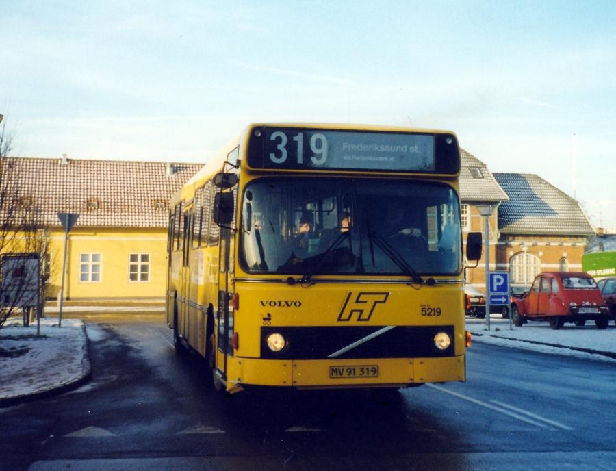 Combus 5219/MV91319 ved Frederiksværk Station den 24. januar 2000