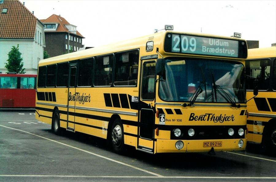 Bent Thykjær 106/MZ89216 på Vejle Trafikcenter den 22. maj 2000