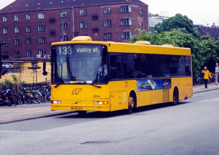 Combus 5254/NR96261 ved Valby Station den 2. juni 2000