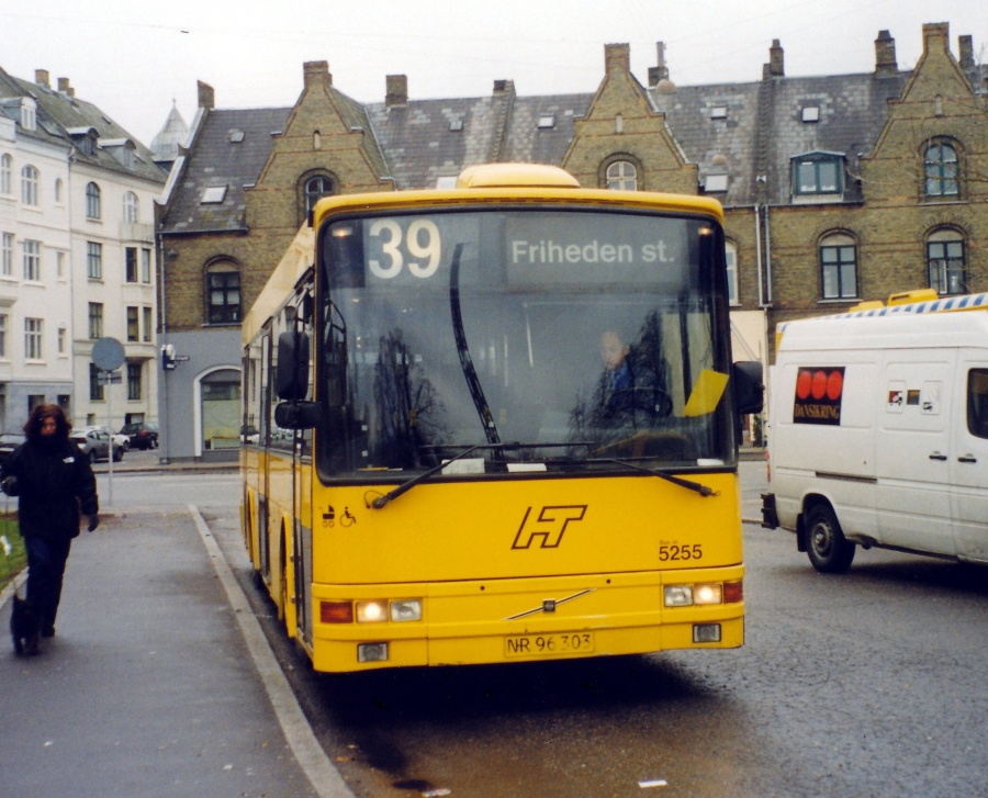 Combus 5255/NR96303 ved Svanemøllen Station i København den 2. januar 2000