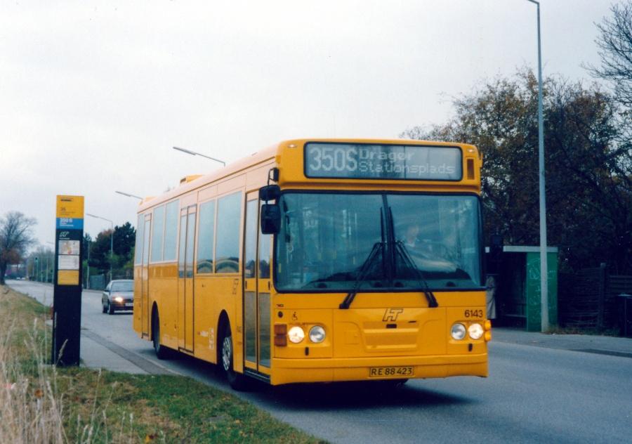 Linjebus 6143/RE88423 på Møllevej i Dragør den 7. november 1999