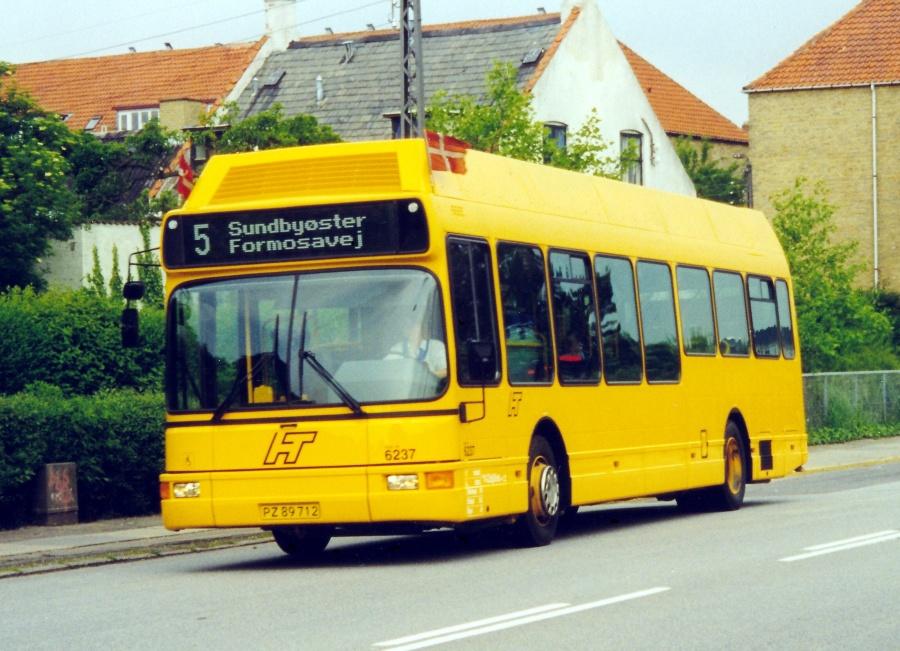 Linjebus 6237/PZ89712 på Backersvej i København den 5. juni 1999