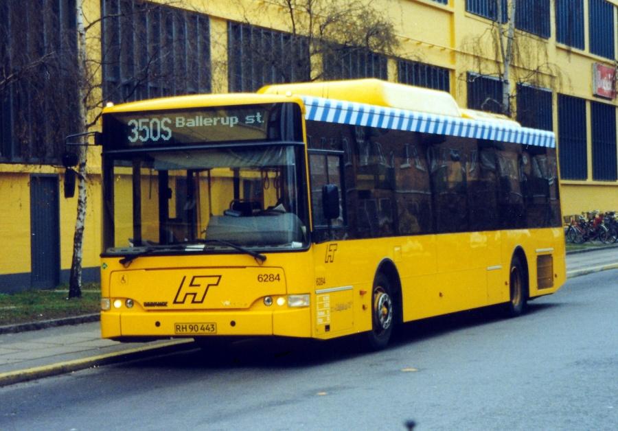 Linjebus 6284/RH90443 ved Amager Centret i København den 15. januar 2000