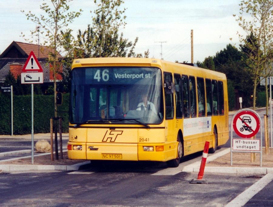 City-Trafik 2041/NC97501 på Arne Jakobsens Allé i København den 21. august 2000