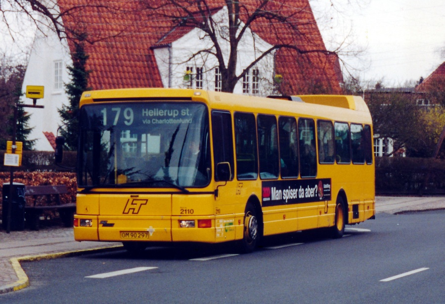 City-Trafik 2110/OM90297 på L.E. Bruuns Vej i Charlottenlund den 17. april 2001