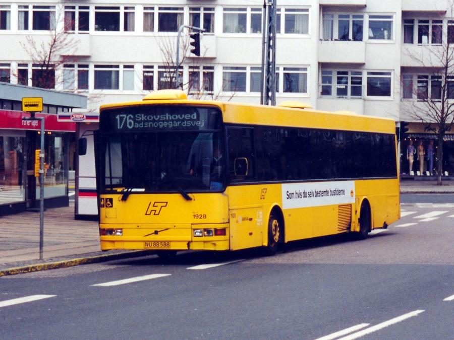 Arriva 1928/NU88588 på Hyldegårds Tværvej i Ordrup den 17. april 2001